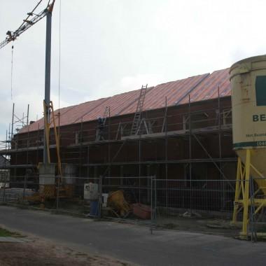 5 starterswoningen te Castenray: dakplaten geslagen, trappen gesteld & laatste metselwerken in uitvoering