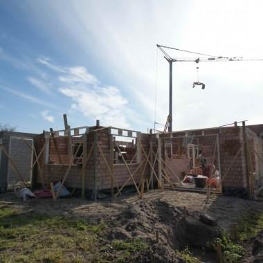 Vrijstaande nieuwbouw woning te Oostrum: metselwerken begane grond bijna op volledige hoogte