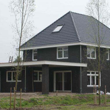 Vrijstaande nieuwbouw woning te Oostrum: de afbouw is begonnen.