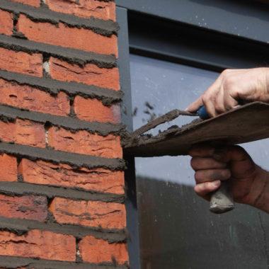 Nieuwbouw vrijstaande woning te Venray: voegwerk gestart en de woning komt uit de steigers!