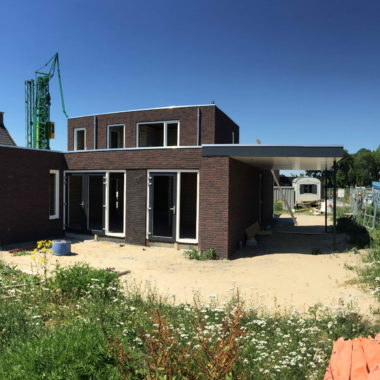 Nieuwbouw woning te Venray: de kunststof kozijnen geplaatst